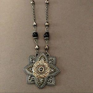 Jewelry - Vintage look necklace.